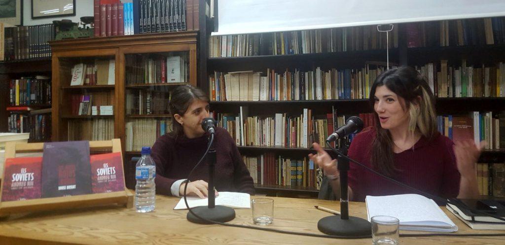 Laia Altarriba i Sara Blázquez a l'acte de Taifa